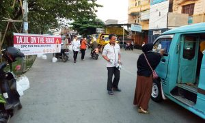 Kader PKS Takjil on The Road di Jl Abd Dg Sirua